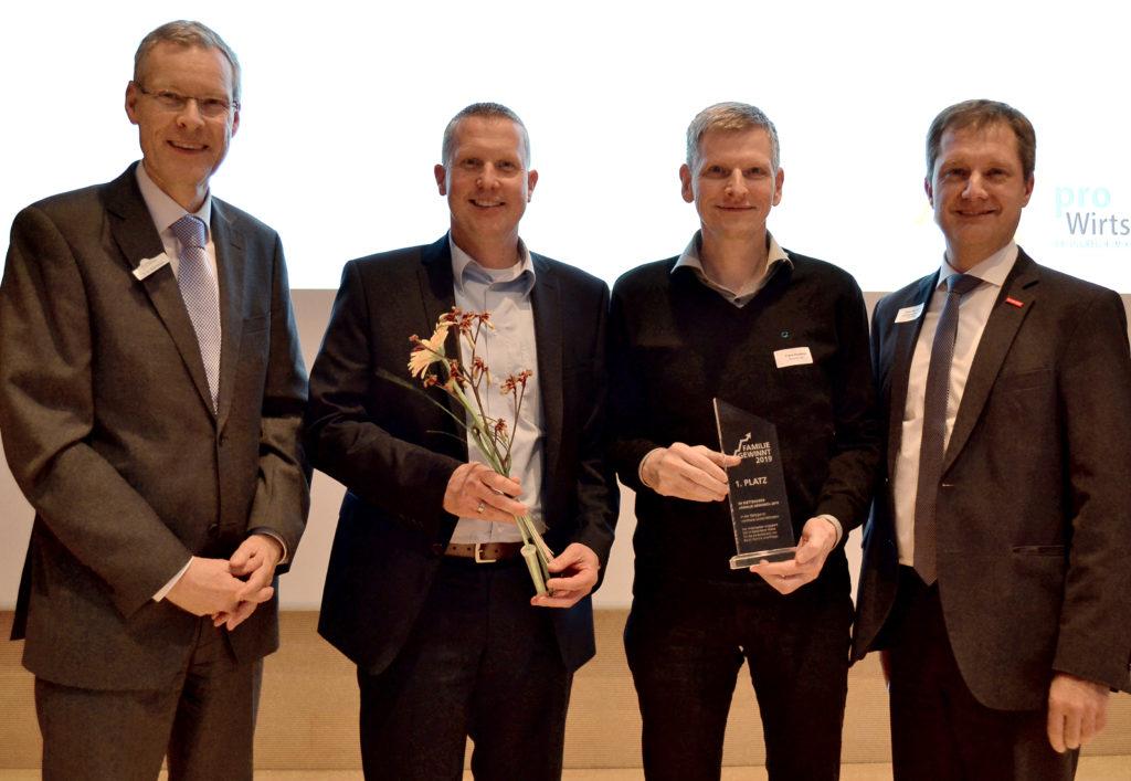 Preisübergabe bei Familie gewinnt, Frank Roebers und Frank Geise