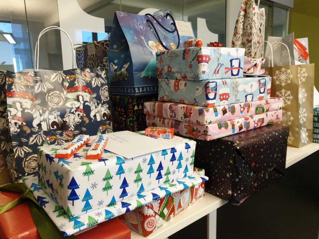 Geschenke für die Kinder, die vom Jugendwerk Rietberg betreut werden. Bild: SYNAXON AG