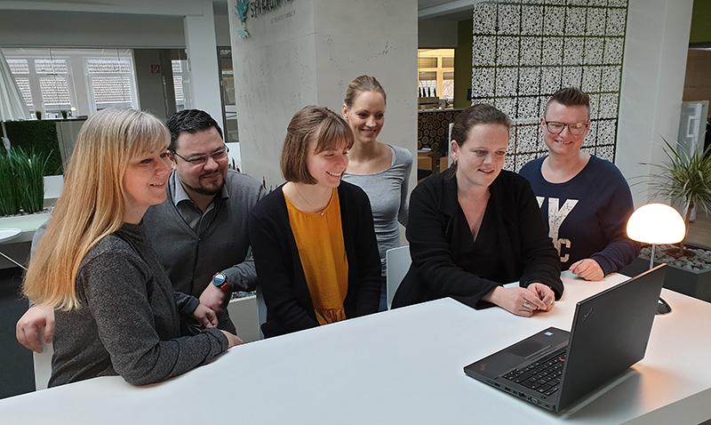 Hanne Kaup, weibliche Führungskraft und ihr Team. Bild: SYNAXON AG